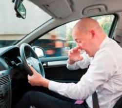 عطسه هنگام رانندگی